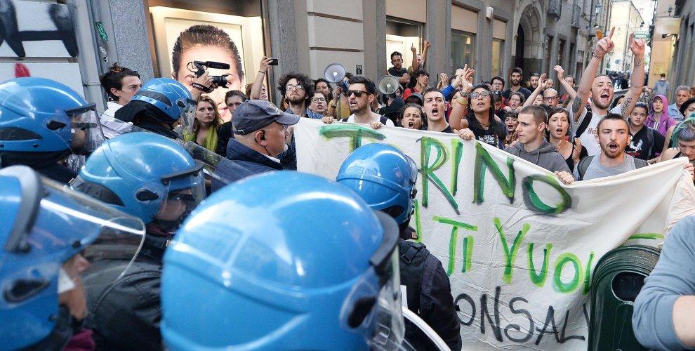 Pomodori e mele contro Salvini