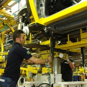 """A Mirafiori aumenta la produzione del Levante. Fismic: """"Possibile arrivare a 70 vetture"""""""