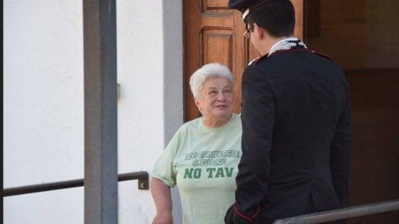 Chiomonte, diventa un fenomeno sul web l'obbligo di firma per la nonna No Tav