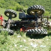 Trattore si ribalta nel Roero, muore un agricoltore di 76 anni