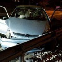 Inseguito dalla polizia, pusher si schianta sul guardrail ad Avigliana