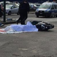 Biella, sulla rotonda in contromano: morto motociclista di 78 anni