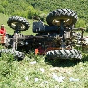 Agricoltore muore sotto il trattore, è la quarta vittima in 10 giorni nell'Albese
