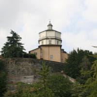Torino, si addormenta sul parapetto del Monte dei Cappuccini e cade: grave