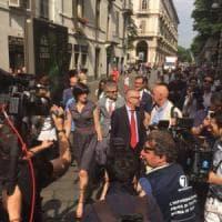 """Torino, Appendino """"marcia"""" sul Comune: neosindaca in corteo con consiglieri e assessori"""