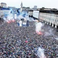 Torino, la partita della Nazionale in piazza Vittorio con il silenziatore