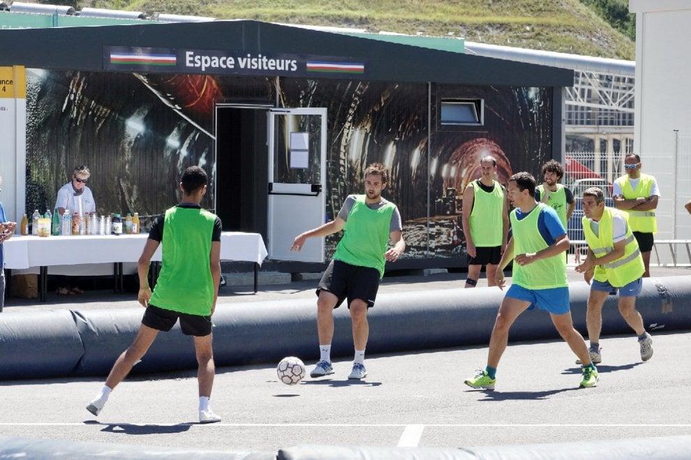 L'Italia batte la Francia nella sfida a calcetto tra i tecnici della Tav