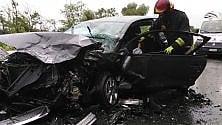 Poirino, schianto frontale: auto distrutte, ferite lievi per i guidatori