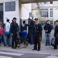 Rivoli, commerciante arrestato: molestava le ragazzine davanti alle scuole