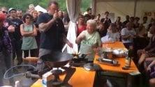 lo chef Rubio alle prese con le frittelle della nonna NoTav