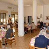 Torino, anziano in ospizio soffocato da nocciolo di prugna: aperta inchiesta