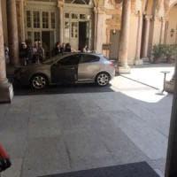 """Torino, polemica pd con la sindaca: """"Viaggia in auto blu, #appendinobugiarda"""""""