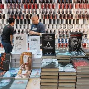 """Chiamparino: """"A Torino nuovo progetto per il Salone del Libro"""". La sindaca: """"Troppi errori nel passato"""""""