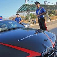 Cuneo, scambia un tecnico del tribunale per un ladro e spara: denunciato