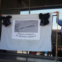 """Torino, i dipendenti della Camera di commercio contro il Governo: """"Così ci fate chiudere"""""""