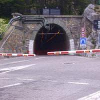 Frana sul versante francese, chiuso e riaperto il tunnel del Tenda. Ma domani