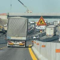 Travolto da barre metalliche, operaio muore nel cantiere dell'autostrada