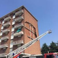 Via Sospello, crolla all'improvviso il muro di un palazzo: paura ma nessun