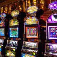 Torino, dietro una porta segreta slot machine illegali: evasione per tre
