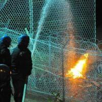 Attacco dei No Tav con petardi, notte di tensione al cantiere di Chiomonte