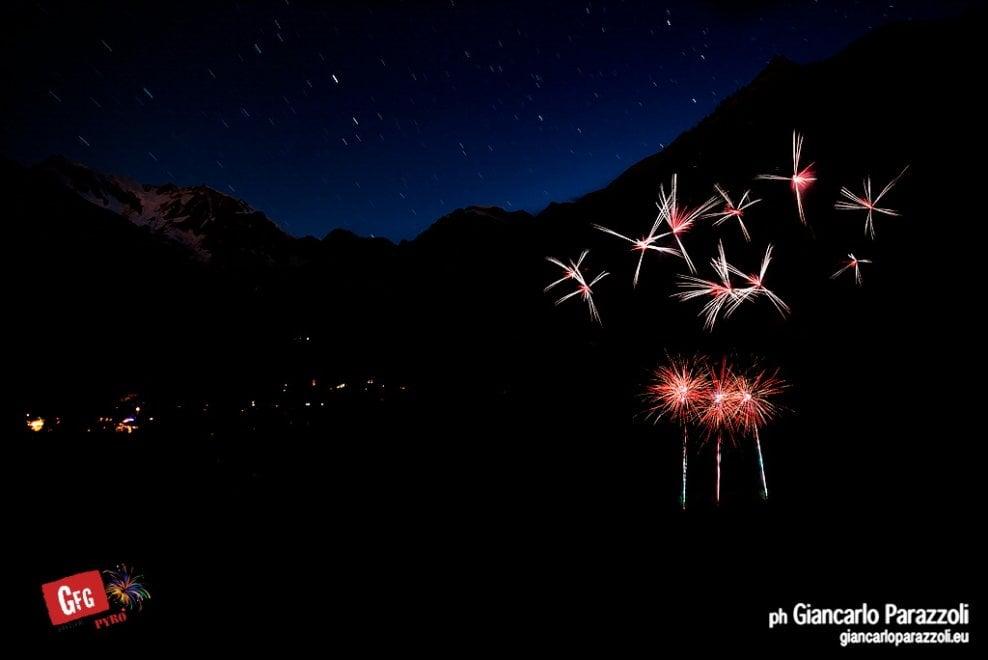 Lo spettacolo dei fuochi d 39 artificio sul monte rosa 1 di for Rosa dei mobili torino