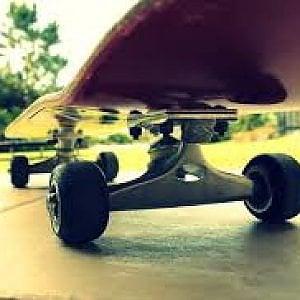 Verzuolo, minorenne rapina una donna a bordo del suo skateboard