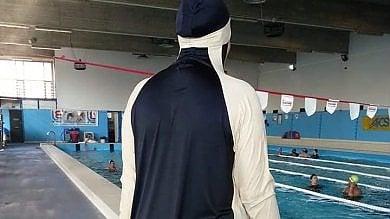 """La piscina rosa dove le donne musulmane rinunciano al burkini: """"Solo una si copre"""""""