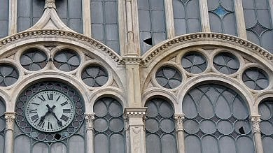 Porta Nuova, stazione appena restaurata  ma i vetri rimangono rotti:   le foto