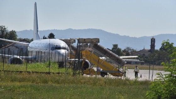 Avaria al motore, il volo Meridiana Torino-Olbia costretto a rientrare
