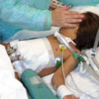 Nasce con un solo ventricolo, due settimane di operazioni per sostituirlo