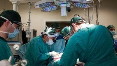 Nasce con un solo ventricolo,  due settimane di operazioni  per sostituirlo con un cuore artificiale