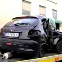 Papà premuroso si spaccia per il conducente dell'auto del figlio, dopo