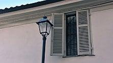 La finestra bloccata dal lampione invadente  foto