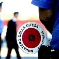 Torino, chiama i carabinieri e consegna loro il figlio spacciatore: