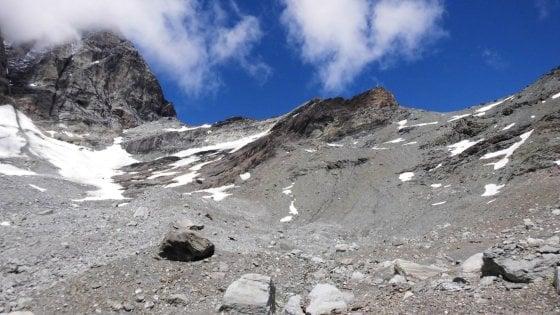 Recuperata escursionista sotto il Cervino, si era persa e aveva bivaccato al Colle del Breuil