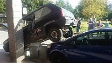 Parcheggio acrobatico  a Rivoli (con intervento dei vigili del fuoco)