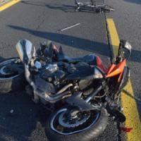 Vercelli, centauro scivola in curva: un'auto lo travolge e lo uccide