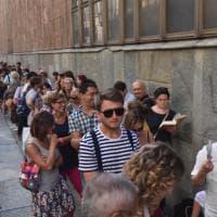 Centinaia di persone in coda per Jonathan Safran Foer