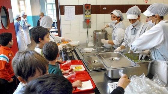 """Torino, dodici milioni in più: è la """"tassa"""" pagata dalle famiglie per le mense scolastiche"""