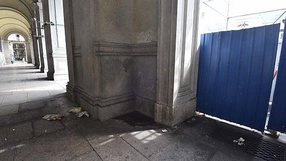 """Torino: """"Ridotti come una latrina i portici di piazza Carlo Alberto. E i turisti così scappano"""""""