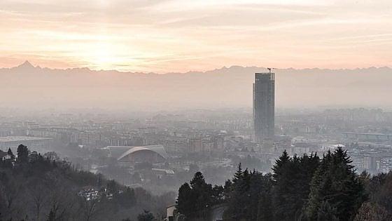 Smog e colesterolo, chi vive a Torino e a Milano invecchia prima degli altri italiani
