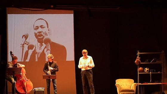 Alba, il racconto del sessantotto tra sport e politica