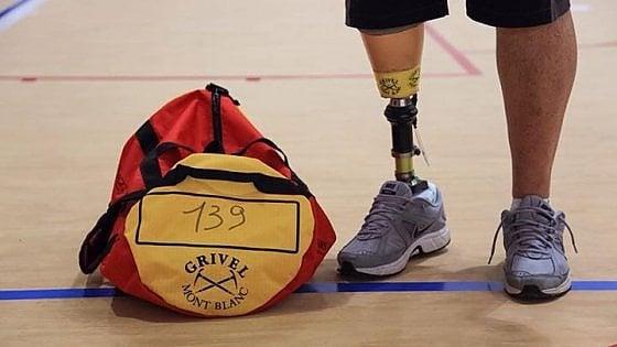 Ha una gamba artificiale come Pistorius e partecipa alla più massacrante corsa di montagna