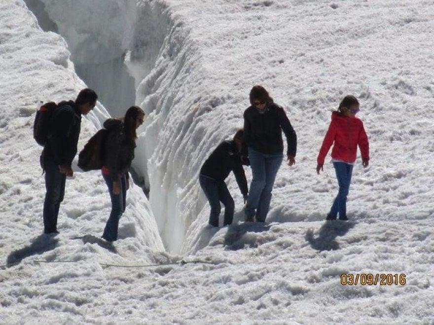 """Monte Bianco, i giochi proibiti tra i crepacci dei """"turisti fai da te"""""""