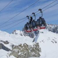 Monte Bianco, guasto alla funivia: in sedici bloccati a 3800 metri di altezza