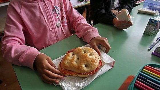 """Torino, il tribunale: """"Il panino a scuola è un diritto di tutti"""". Rigettato il reclamo del ministero"""