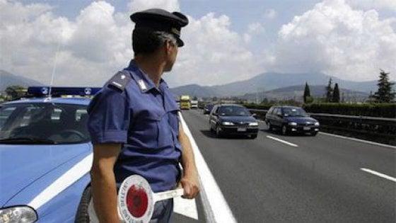 Vercelli, ubriaco contromano in autostrada per 27 km: bloccato