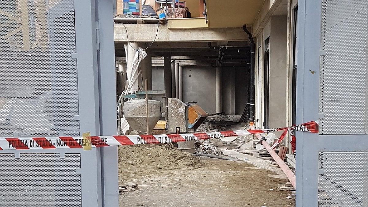Incidente in cantiere a Torino, cade da un'impalcatura e muore il titolare