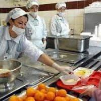 Torino, i presidi si mobilitano contro il pasto preparato a casa