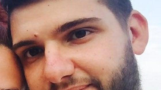Vercelli, ragazzo di 22 anni muore in uno scontro tra due auto